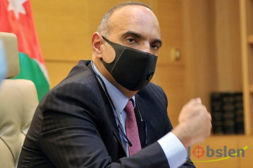 رئيس الوزراء يحذر من اتخاذ اجراءات اقسى لمواجهة كورونا